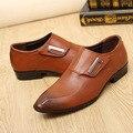 Zapatos de los hombres causales zapatos de punta estrecha del tamaño grande 37-44 de goma maciza de microfibra de cuero marrón hombres/negro zapatos de los hombres de la superestrella
