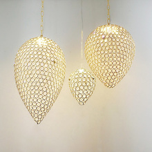 купить American modern brief crystal strawberry E27 LED bulb pendant light home deco fashion golden iron dinning room pendant lamp по цене 3085.32 рублей