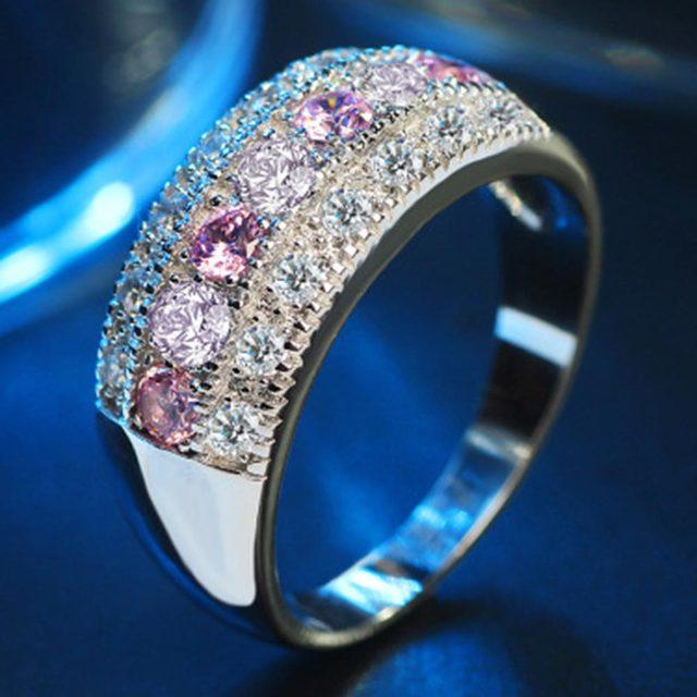 טבעת מקושטת באבני קריסטל צבעוניים 3