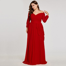 فستان أحمر مثير بأكتاف مشكوفة ومقاسات كبيرة