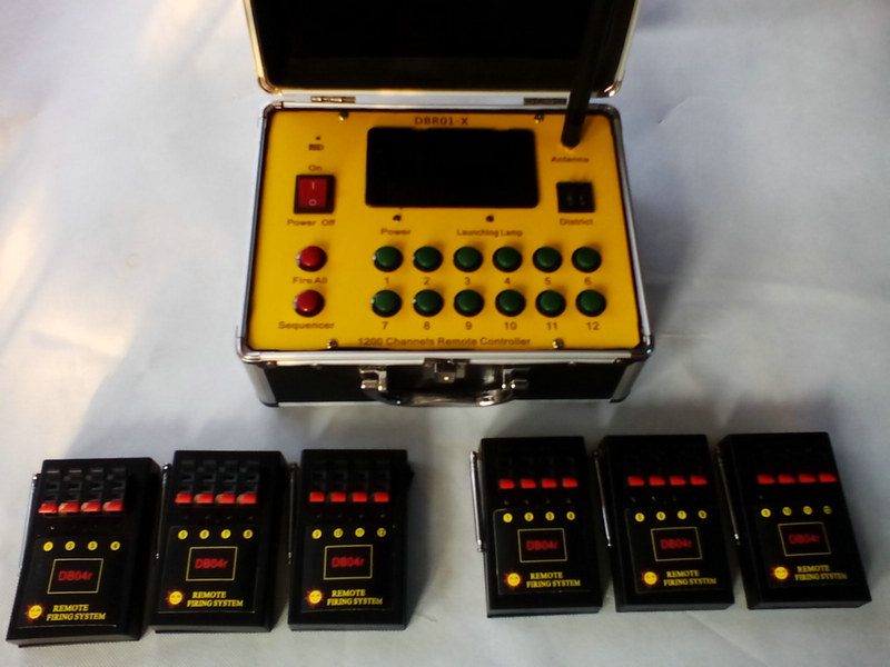 24Channels Fireworks Equipment Wireless Switch 6pcs Receivers 4 Cues Remote Stage DMX Stage Lingt Wedding Gift Fireworks Firing