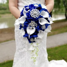 Cascata Blu Royal Wedding Flowers Bouquet Da Sposa Artificiale Perle di Cristallo Bouquet Da Sposa Bouquet De Mariage Rosa