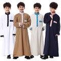 Alta qualidade Vestuário Islâmico Muçulmano para Crianças Jubba Saudita Thobe plus size Kaftan Abaya dubai do menino roupas 4 cores