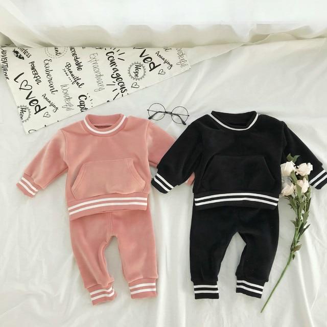 8aa9437e8f55 € 17.66 25% de DESCUENTO|90% conjuntos de ropa para niños niñas nueva moda  Color puro oro terciopelo sudaderas + Pantalones Bebé Infante 2018 ...