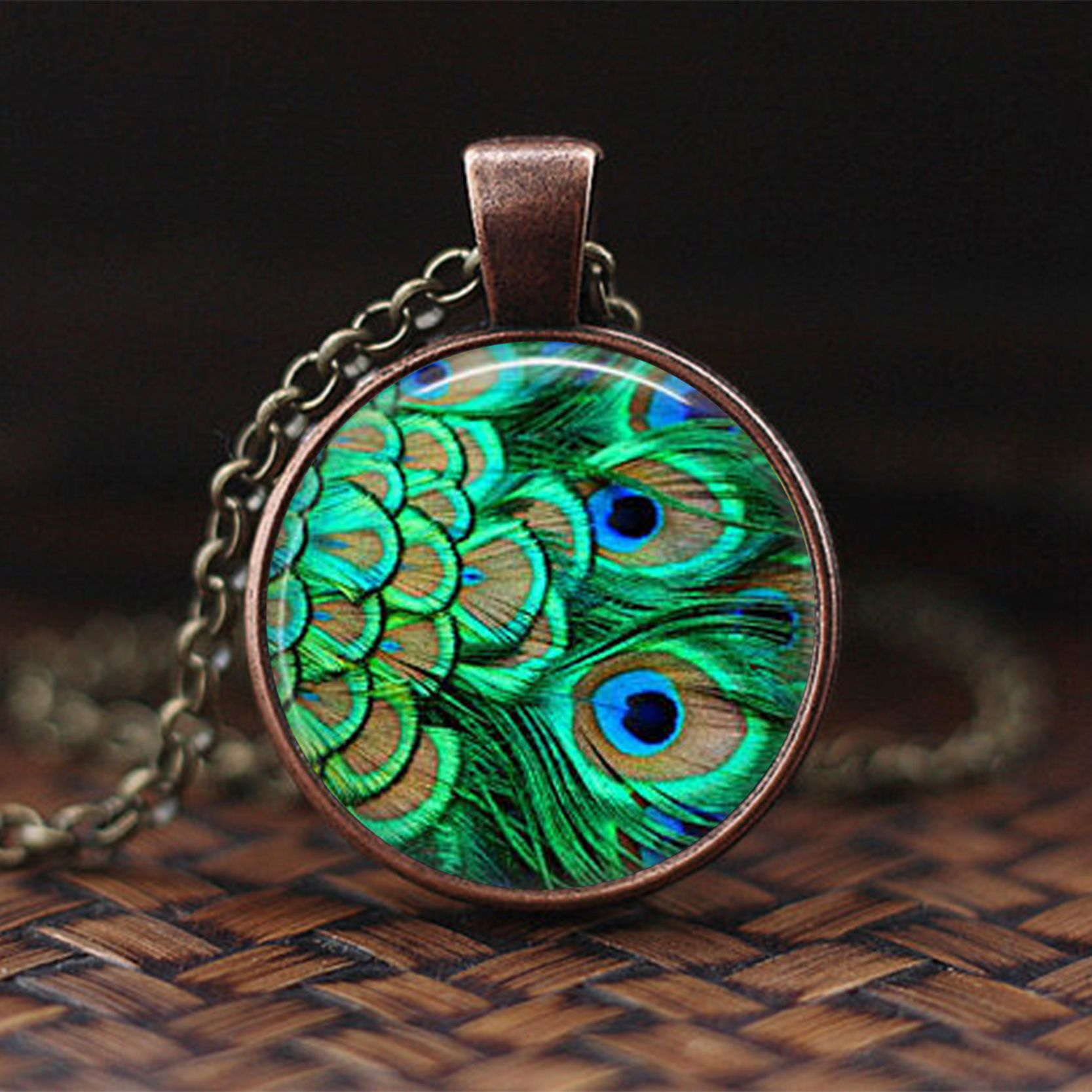 Mens necklace 2019 New Colorful Night Female Necklace Crystal Necklace Retro Jewelry Gift