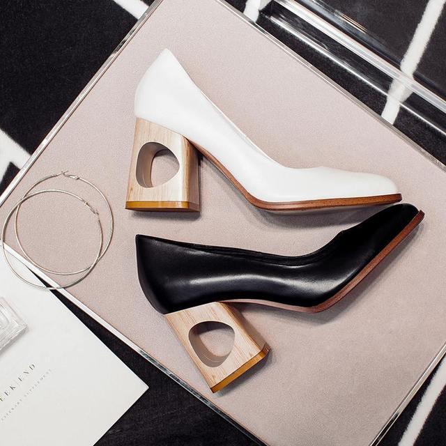 2017 Nueva moda hollow grueso high heel hollywood estrella mujeres bombas dedo del pie redondo shallow mujeres causal señora zapatos de cuero genuino