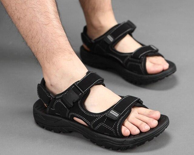 Мода Римские сандалии мужчин кожаные тапочки 2017 новый открытый летний повседневная обувь Отдых болотных сандалии мужские сандалии