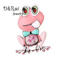 Funny Pink Hijab Pins Metal Brooch Cute Frog Prince Brooches Kids Alloy Pin for Women Collar Broche Dresses Men Coat Jewelry недорого