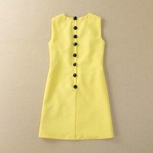 Image 2 - Femmes tenue décontractée de haute qualité piste été col rond sans manches perles paillettes dos bouton a ligne Mini robe SAD476N