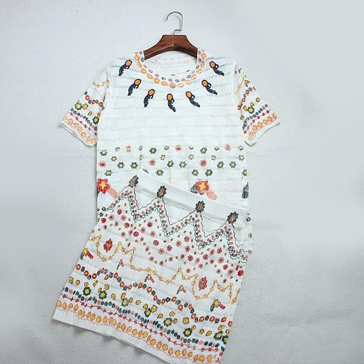 Impression fleurs Slim Mince Sauvage Tricot Glace Top en soie + Lâche Broderie Moitié Jupe De Mode costume