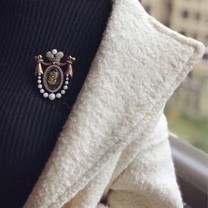 Image 2 - Amorita boutique Dame kopf design pins gericht vintage brosche
