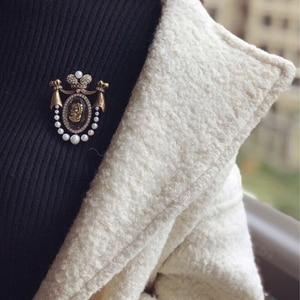 Image 2 - Amorita boutique Lady head design pins court vintage brooch