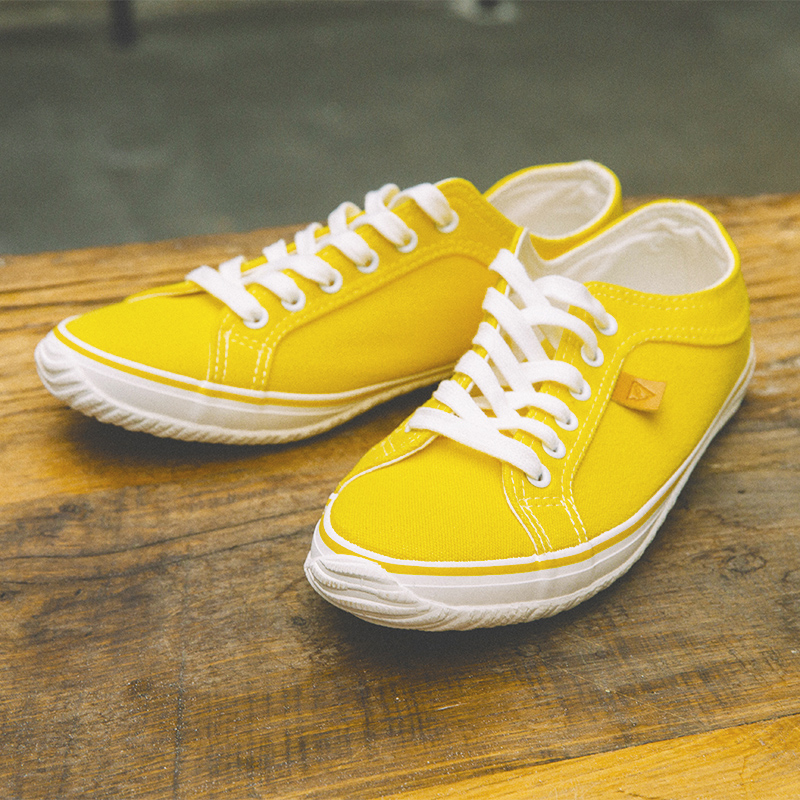 Low Top Canvas Shoes Men Yellow Green Youth Fashion Mens Shoes Hard-Wearing Casual Brand Men Shoes Comfortable Flats Footwear