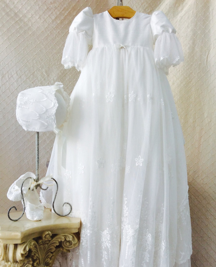2017 Vintage Heirloom Baby Girl Christening Gown White Ivory Baptism Dress Lace Applique Robe Short Sleeves 0-24 month white christening dress baby girl christening gowns vintage long lace gown baby christenin baptism girl princess dresses