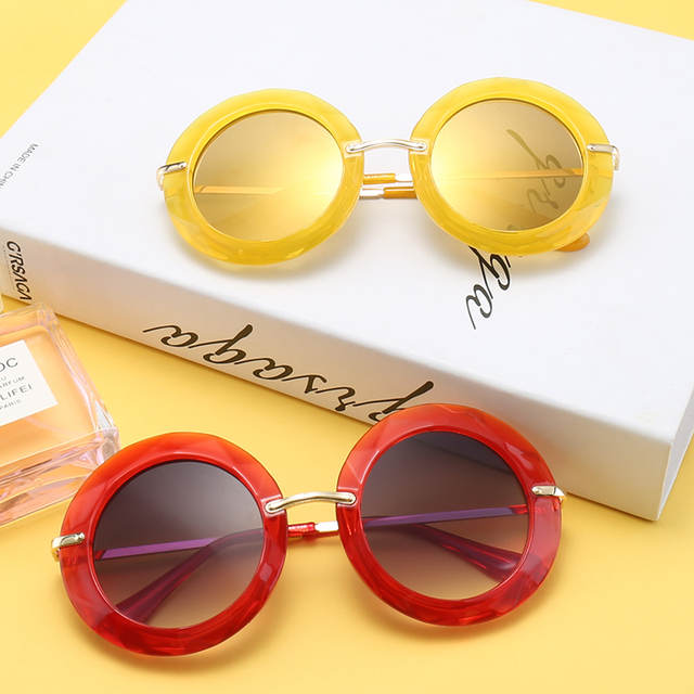 994f30987f US $5.61 45% OFF|Round Vintage Sunglasses Women Oversized Yellow Frame  Black Circle Glasses Designer Women Luxury 2018 Green Red Summer Style-in  ...