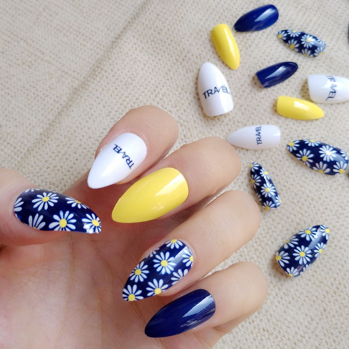 Navy Blue White Fake Nail Yellow Short Stiletto Nails Daisy Pattern ...