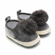 Купить с кэшбэком Newborn Baby Shoes Grey Pompon Infant Shoe Slip-on Pram Shoes Toddler Moccasins Baby Loafers Chaussure Fille Baby Schoenen 0-18M