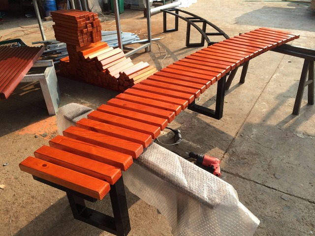Customized Outdoor Park Anticorrosive Wood Chair Playground Park  Recreational Solid Wood Around Tree Long Cast Iron