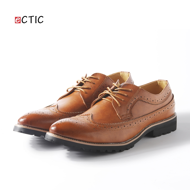 2017 New Arrival Vintage Leather Men Dress Shoes Business Formal Brogue Pointed Toe Carved Oxfords Wedding Shoes Black Red Brown vintage leather mens shoes fashion brogue pointed toe carved oxfords shoes men casual dress shoes 2017 new arrival black grey