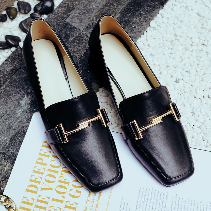 ФОТО Concise Luxury Brand Genuine Top Quality Cow Leather Low Heels Flat Shoes Woman Metal LOGO Loafers Spring Red/Black Casual Shoes