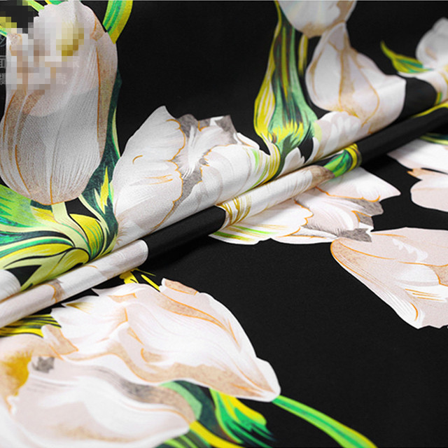 f2e3106957ca 110cm Width 16mm White Lily Print 100% Mulberry Silk Crepe de Chine Fabric  for Woman Summer Dresses Blouse Sewing DIY-AF688
