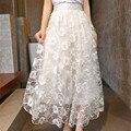 O Envio gratuito de 2017 de Moda de Nova Lace Guaze Saias Maxi Longos para As Mulheres Estilo do Verão Saias Florais Elástico Na Cintura Das Senhoras Branco saia