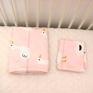 Image 5 - 2pca um conjunto de cama do bebê conjunto berço recém nascido conjunto capa edredão + fronha pato rosa design para o bebê meninas
