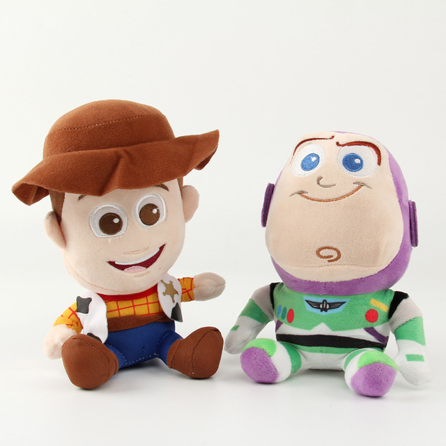 Disney peluche Juguetes 2 unids lote Toy Story Buzz Lightyear Woody felpa  Juguetes 18 cm 785dbf0704d