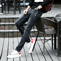 Hot Venda Primavera Mens Designer Coreano Jeans Skinny Preto Cadeia Do Punk Legal Ligh Wash Super Skinny Calças Para Homem