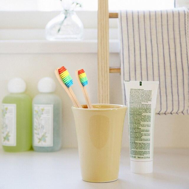 Cerdas suaves de madera de cabeza de cepillo de dientes al por mayor medio ambiente Arco Iris bambú cepillo de dientes