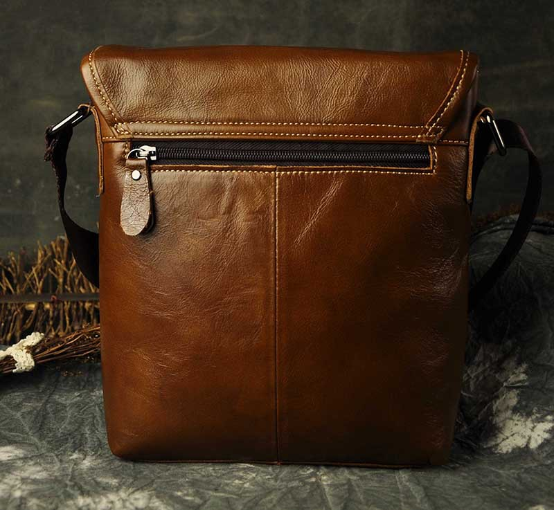 AETOO New Fashion Men Genuine Leather Messenger Bag Male Oil Wax Leather Cross body Shoulder Bag First Layer Cowhide Men Bag Bri