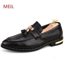 2018 Italian Formal Shoes Men Loafers Pointed Toe Tassel Formal Leather Elegant Oxford Shoes for Men Formal Wedding Dress Shoes