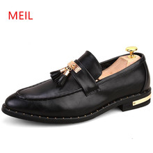 2018 Italian Formal Shoes Men Loafers Pointed Toe Tassel Leather Elegant Oxford for Wedding Dress