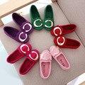2016 nuevo estilo de corea muchachas de la princesa sola shoes grande pisos hebilla de metal de diseño niños moda niños zapatillas de deporte casuales