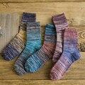2016 nuevo otoño e invierno de los hombres calcetines Retro gradiente hombres líneas en calcetines calcetines de Algodón gruesa 5 pares