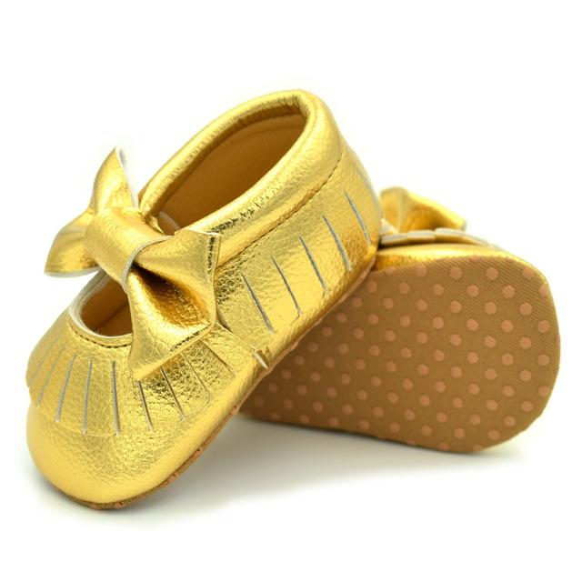 Mocassins De Couro Do Bebê PU Mary Franja e arco Não-deslizamento Primeiro Walkers recém-nascidos Sapatos de Bebê no interior