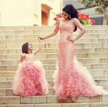 цена Mother Daughter Wedding Dresses Matching Outfit Floor Long Dress Elegant Party Kids Prom Dresses Girls Pink Sleeveless Dress