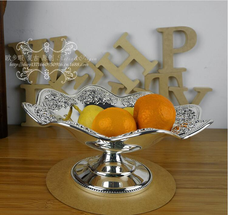 Plateau européen en métal argenté ondulé | Décoration européenne pour la pâtisserie aux fruits, plateau de service pour événement de mariage sculpté en relief SG095