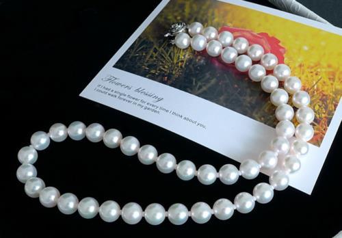 Magnifique collier de perles deau douce rondes blanches 9-10mm 20 pouces 925 fermoir en argentMagnifique collier de perles deau douce rondes blanches 9-10mm 20 pouces 925 fermoir en argent