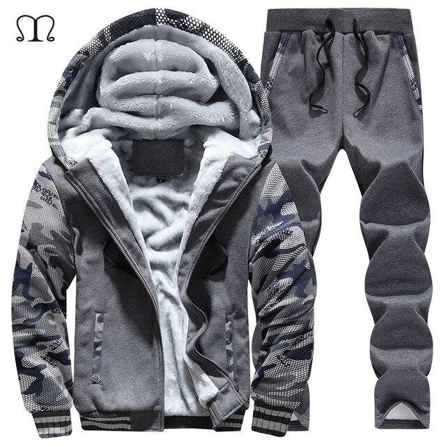 68570cacf8b3 Chándal hombre camuflaje ejército Casual Sudadera con capucha caliente  hombre invierno grueso polar interior 2 piezas chaqueta + pantalón hombres  ...