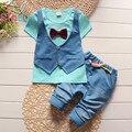 Verão 2016 moda Infantil falso de duas 2 pcs terno roupas de Bebê Menino T-shirt Top + calças Curtas conjunto roupa de crianças Conjuntos de Roupas cavalheiro