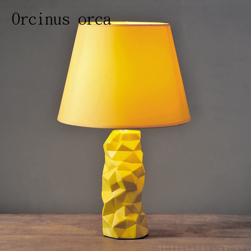 The American ceramic lamp bedroom bedside creative simple modern fashion lovely warm warm light bedside lamp beibehang warm and lovely fashion golden
