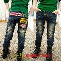 2016 primavera outono nova moda infantil calças suave Jean pano Boy Jeans crianças calça com carta de impressão B090