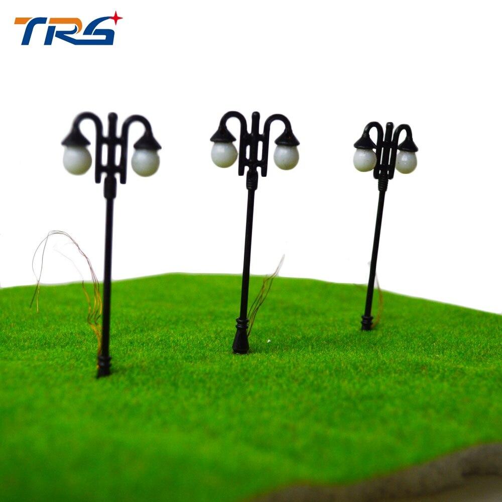Model train Layout Streets Lamp Model Metal double-head LED Lights Lamppost Model Railway Street Lighting 3V Toy