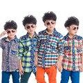 Nueva Otoño Invierno Camisas de Los Muchachos Nuevos Niños Plaid Shirts Niños Espesar Cálido Forro Polar Patchwork Vaquero de Algodón Camisas Casuales