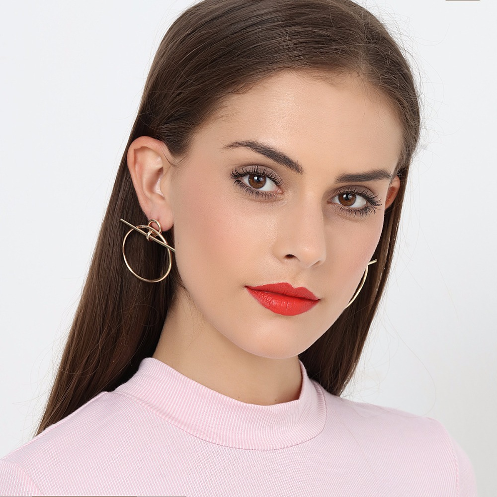 Sexemara Classic Geometric Circle Earrings Gold Metal Circle Earrings for Women Punk Earrings Fashion Jewelry Birthday Gift