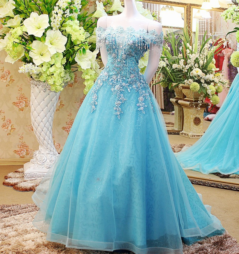 Medieval Renaissance Light Blue And White Gown Dress: 100%real Floral Light Blue Embroidery Beading Long Dress