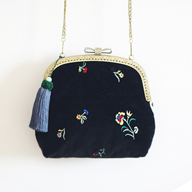 84f46f244f10 Vintage Black Velvet Bag Embroidery Flower Velvet Crossbody Handbag Floral Vintage  Women Black Handbag Metal Bow