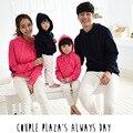 2017 новых детей отец, мать, сын и дочь любят осень три в толстый свитер костюмы домой
