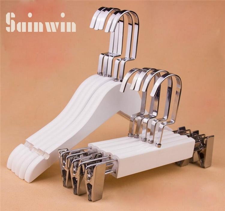 Sainwin 10 stks / partij Hight kwaliteit kinderen massief houten hanger kids wit houten hangers voor kledingrek kinderbroek clips